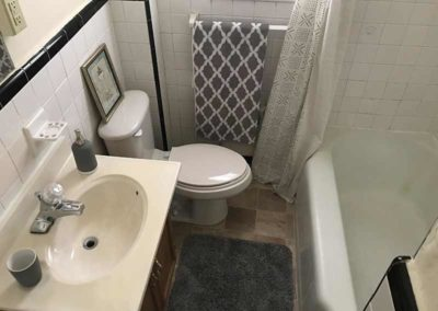 Bathroom of Wyomissing Garden apartments in Reading