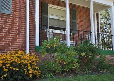 Front porch of Reading apartment for rent at Wyomissing Garden