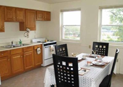 Dining area and kitchen of Reading apartment at Wyomissing Garden